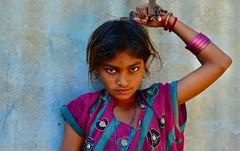 India-Gujarat-Nirona village (venturidonatella) Tags: portrait people india colors girl look persona asia persone occhi sguardo colori ritratto gentes gujarat emozioni d300 nirona nikond300
