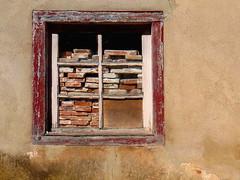 La libert  tout prix (CcileAF) Tags: canon wall texture urban village window vintage old bricks