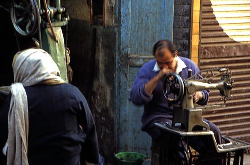 "Ägypten 1999 (225) Im Souk von Luxor • <a style=""font-size:0.8em;"" href=""http://www.flickr.com/photos/69570948@N04/28097361151/"" target=""_blank"">View on Flickr</a>"