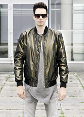 Guy in Bomberjacket (vanes_hud) Tags: fashion male model man bomberjacke bomberjacket bomber highfashion green cute hot hottie denim jean glnzend gay shiny rayban sonnenbrille sunglass sunglasses supra chav cutie skinny tigha trendfashion trendy trend mode mnner mann jungs