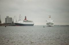 QE2 & Sea Princess - 157-33 (Captain Martini) Tags: southampton cruiseships liners cunard qe2 rmsqueenelizabeth2 po seaprincess cruise cruising mvmonalisa sskungsholm oceanicii