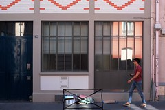 "237/366 (serie ""frame/cadre"") (Kairos !) Tags: frame cadre serie color colorful street urban city streetphotography streetphotographer streetwalk walk walking conceptualimage conceptphotos 366 366days project366 fujifilm fujixt10"
