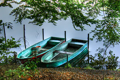 Boote (JuliSonne) Tags: boot boote wasser ufer bootskammer see reflektion spiegelung reflection alteboote hdr