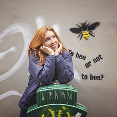 To bee or not to bee :D (Sigita JP) Tags: redheadfriday redhead selfie bee street art portrait redhair