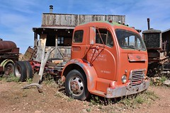 Gold King Mine & Ghost Town (USautos98) Tags: white 3000 coe cabover tractortrailer truck