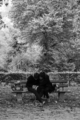 (der_w) Tags: street people urban bw love river shift tilt fluss liebe neckar tse personen tübingen tiltshift badenwürttemberg schwarzweis tse90mm flus neckarinsel streetfotography