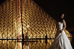 Louvre   Paris (Michael Reisenhofer) Tags: bridge paris france night de mercedes benz frankreich tour pyramid nacht louvre arc triomphe kathedrale eiffel notre dame brücke eiffelturm pyramide herz triumphbogen schlösser