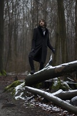 Being Simba (popibarbier) Tags: snow man tree forest log belgium belgique lord neige byron arbre fort tronc