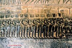 IMG_1054 Angkor Vatbataille du Kurukshetra  ? (philippedaniele) Tags: cambodge vishnu khmers vat siemreap angkor apsaras fresque mandara dieux vasuki jayavarman dmons