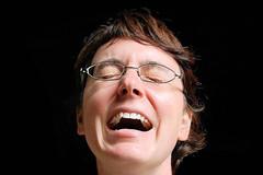 Laughing Girl (thomas druyen) Tags: porträt personen schwarzer hintergrund gesicht lachen brille zähne nikon d80 frau