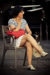 eSPERANDO a qUE pASE aLGO (Hansis y Greta) Tags: robado mujer woman calle street granvia madrid espaa spain silla chair sonydsc