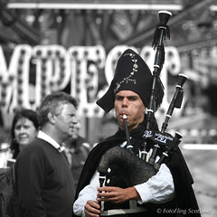 Banda de Galtas de Cea (FotoFling Scotland) Tags: bandadegaltasdecea crieff crieffhighlandgathering musician scotland bagpipe costume galician instagram selectivecolourisation
