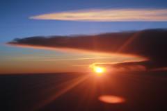 Céu de Quito (Samuel Tadeu) Tags: pordosol sun quito nuvens horizonte equador entardecer crepúsculo samueltadeu solentreasnuvens