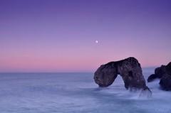 Castro Las Gaviotas (https://www.h2ofotografia.com) Tags: longexposure sunset moon atardecer nikon asturias luna fullmoon lunallena anochecer asturies carlosm largaexposicin lahuelga photopills