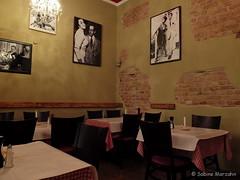 Warten auf Spaghetti Carbonara (Sockenhummel) Tags: star restaurant fuji finepix fujifilm x20 italienisch trattoria bundesplatz sternderl sterndahl fujix20 miserienobili brnnhildestrase sterndahlwolfgangradochla