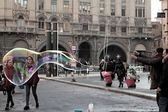 (ilcanticodellefotografie) Tags: street city girls italy soap colorful colours stuck streetlife tourists artists bologna bubble middle