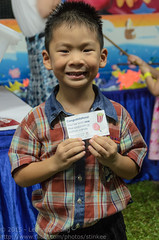 Our winning ticket (Stinkee Beek) Tags: singapore ethan independancedaycelebration