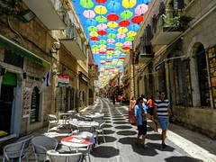 Jerusalem (pepelara56) Tags: paraguas antiguo callecita