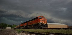 Racing The Front (Matt_Schimmel) Tags: train stormy missouri coal ge bnsf burlingtonnorthernsantafe gevo es44ac ucex oldmonroe hannibalsub