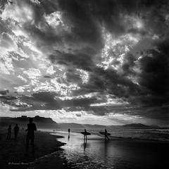 Surfers II. Playa Sopelana. Ago2002 (fernandobarcenapena) Tags: surfer blackwhite blanconegro mar sea sufistas sopelana playa beach sky cielo nubes cloud