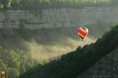 Colors in the Sun - Hot Air Balloon, Fog, and Sunshine - Letchworth State Park (DSH_8286) (masinka) Tags: red white blue balloon festival rally letchworth 2016 gorge valley genesee river cliffs morning fog sunshine light colors colorful hot air event memorial day weekend