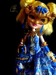 Blondie Lockes - Thronecoming