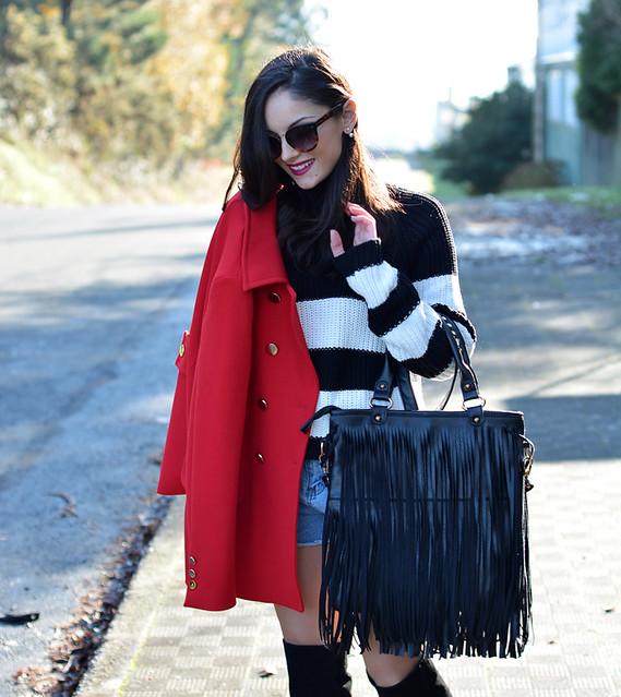 Jersey Zara_Abrigo rojo_shorts denim_botas altas_ootd_10