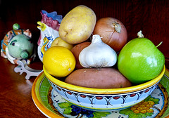 photo - Some Thanksgiving Dinner Ingredients (Jassy-50) Tags: california apple fruit photo lemon bowl yam potato garlic onion veggies sweetpotato alameda platter yukongold italianceramics yukongoldpotato