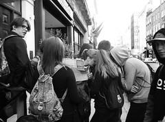 lost_in_London (nanane15) Tags: world street greatbritain england people blackandwhite bw white black streets london wall bag lost lumix photo blackwhite spring search noir afternoon noiretblanc map walk think crowd mini class panasonic explore study promenade londres april blanc longroad lostinthought walkinthecity ambiance studytrip londonstreet 2016 nanane15