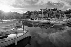 Port de Sller (Mallorca) (el vuelo del escorpin) Tags: sunset sea bw espaa byn monochrome port marina puerto island atardecer mono boat mar spain mediterranean fuji mallorca isla mediterrneo baleares 1024 balearicislands sller llaut llat xe2