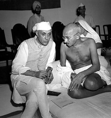 Gandhi with Rashtrapati Jawaharlal Nehru, during a meeting of the All India Congress, Bombay, India, 1946 [1200  1276] #HistoryPorn #history #retro http://ift.tt/1Y1zuGz (Histolines) Tags: india history during all with meeting retro congress gandhi bombay timeline 1200 nehru 1946 rashtrapati  vinatage 1276 jawaharlal historyporn histolines httpifttt1y1zugz