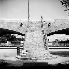 Film: Stairs (rafa.esteve) Tags: ilfordfp4plus125 mediumformat 1x1 valencia blackandwhite blackwhite bridge stairs
