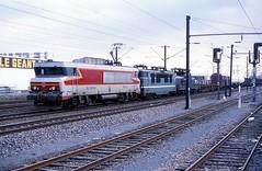 15018  Mundolsheim  28.03.88 (w. + h. brutzer) Tags: mundolsheim eisenbahn eisenbahnen train trains frankreich france railway elok eloks lokomotive locomotive zug 15000 sncf webru analog nikon