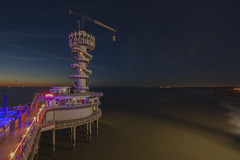 De Pier  - Scheveningen (Jan de Neijs Photography) Tags: depier depierscheveningen scheveningen boulevardscheveningen zuidholland nederland holland bungy bungyjump light evening zee noordzee northsea
