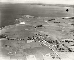Gerringong - 1936 (Royal Australian Historical Society) Tags: gerringong rahs royalaustralianhistoricalsociety adastra adastraaerialsurveycollection aerialphotography landscape 1936