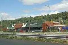 McDonald's Solaize (France) (Meteorry) Tags: france restaurant europe fastfood july rhne mcdonalds storefront drivethru bigmac a7 2014 mcdrive rhnealpes autoroutedusoleil meteorry automac vernaison solaize srzindurhne