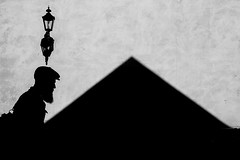 Shadows and triangle (Olderhvit) Tags: blackandwhite bw göteborg lumix triangle shadows panasonic goteborg triangel gatufoto gatufotografi p1120663 framingthestreet olderhvit dmcgx1 oohshoot skuggormljus