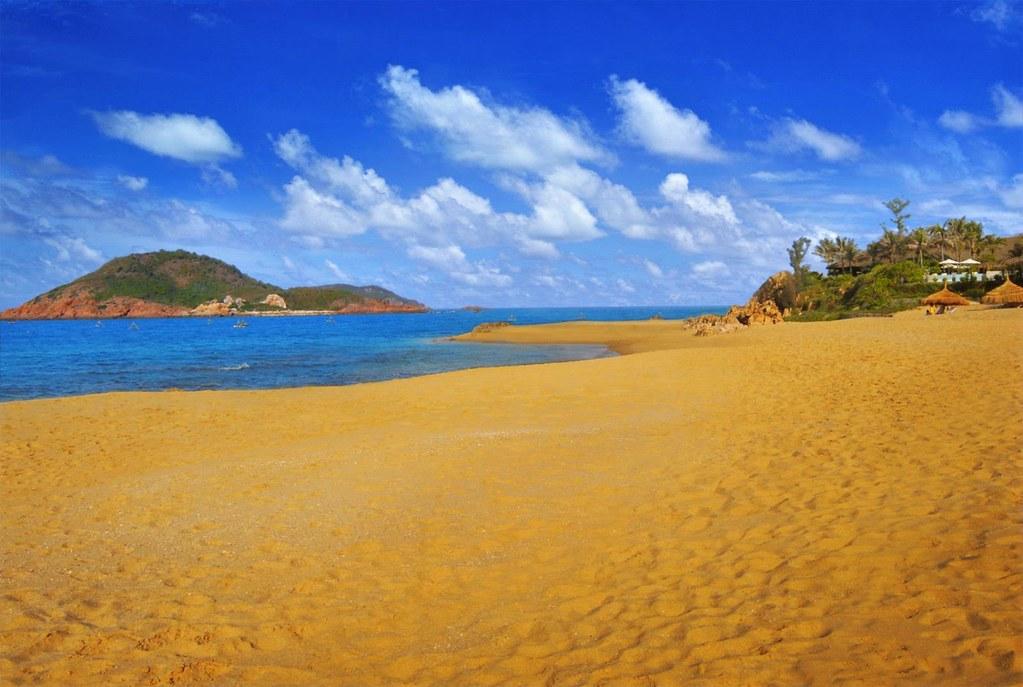Bãi Xếp hoang sơ với bờ cát vàng