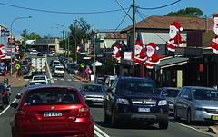 Milton Santas (OzzRod) Tags: christmas traffic pentax nsw milton k5 austeralia smcpentaxfa77mmf18 pentaxsingleindecember2014