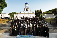 192. Св. Патриарх Кирилл с братией в Святогорской Лавре 2009 г