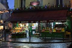 Navidad en Montmatre (olivercurbelo) Tags: christmas paris navidad butte amelie marche montmatre greengrocer frutera