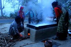 IMG_7593 (sobdokiron) Tags: winter woman man work children fire chalk fogge