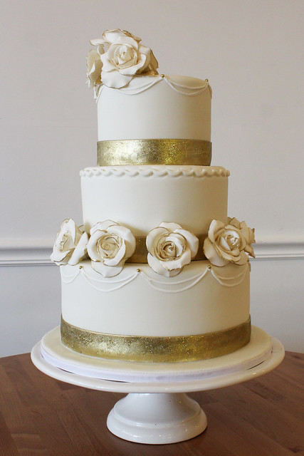 elegant wedding cakes | Oakleaf Cakes Bake Shop