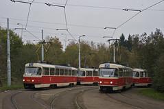 Begegnung zweier T3M-Wagen: 8065/8085 und 8090/8043 in Lehovec (Frederik Buchleitner) Tags: tram prag praha tschechien czechrepublic t3 streetcar tatra tramwaj 8085 trambahn eskrepublika 8090 8065 linie16 ckd linie25 t3m strasenbahn 8043 ckdtatra ckdpraha dopravnpodnikhlavnhomstaprahyasdpp