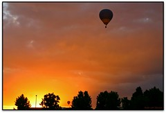 Marxant amb el sol, European Balloon Festival, Igualada (Jess Cano Snchez) Tags: espaa canon spain balloon catalonia catalunya catalua globo eos20d globus igualada anoia espanya ebf tamron18200 elsenyordelsbertins europeanballoonfestival barcelonaprovincia