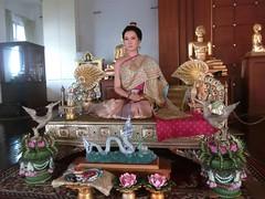 ข้าเป็นไทยรักชาติรักแผ่นดิน  แม้นต้องสิ้นชีวีพลีสนอง  เพื่อให้ไทยเป็นไทได้สมปอง  ขอแลกน้ององค์ดำให้กลับคืน  หวังพลิกฟื้นอโยธยาให้อ่าองค์  ดังประสงค์จงจินต์จักทนฝืน  เผ่าพงศ์ไทยได้ดำรงคงยั่งยืน  ขอกล้ำกลืนทุกข์ทนจนสิ้นลม  #ตราไว้ในแผ่นดิน #สมเด็จพระสุพรรณก