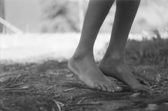 Barefoot, we go. (larissanunesdealbuquerque) Tags: