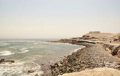 La playa y el penal - 9020 (Marcos GP) Tags: marcosgp callao peru lima penal carcel fronton ruinas restos
