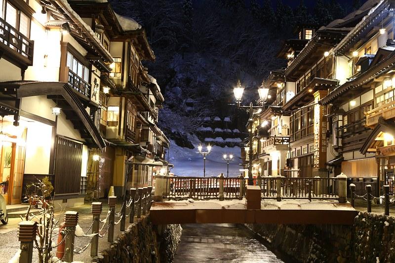 雪漫漫的銀山溫泉能登屋旅館
