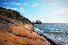(Sameli) Tags: sea ship summer water cliff shore sunny laajasalo ljysatama helsinki suomi finland